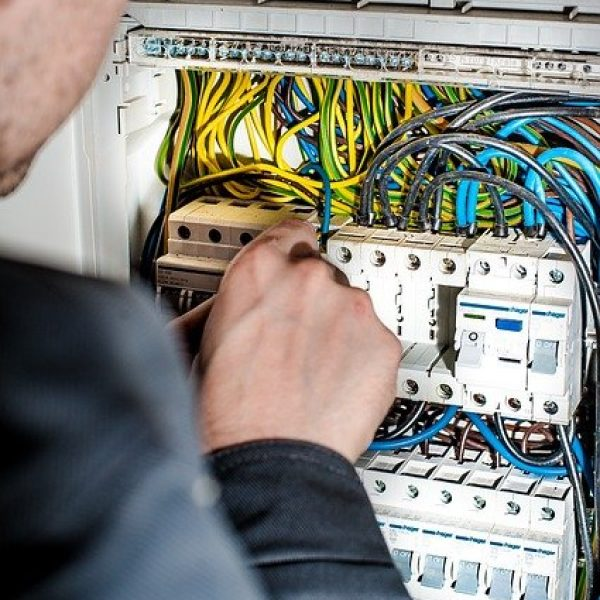 electrician-1080573_640