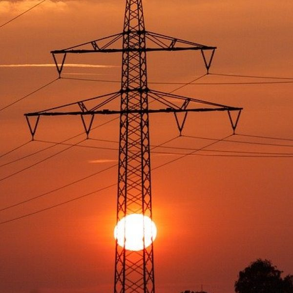 power-lines-185501_640